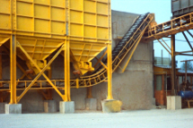 Equipment for handling bulk and packaged materials, waste, sludge, pallets, aggregates and scraps