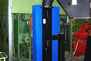 Screw evacuator on vertical lathe for shaping of railroad and mass-transit axles.