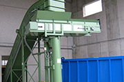 Automatic filling system with rotary APRON conveyor on motorized bearing..